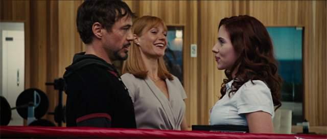 """Например, во время съемок фильм """"Железный человек"""" (2008) она поссорилась со Скарлетт Йоханссон, а затем потребовала от создателей фильма перестроить рабочий график так, чтобы она не пересекалась с Йоханссон."""