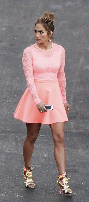 Дженнифер Лопес блеснула в смелом платье мини из интернет-магазина ASOS.