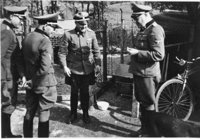 Возможно, им повезло, поскольку в январе 1942-го в Бухенвальд был прикомандирован Герман Пистер, который начал там проект по испытанию вакцин на узниках.