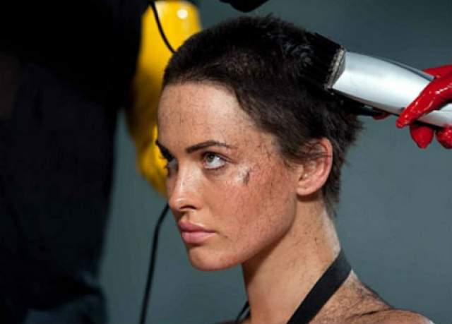 Даша Астафьева. Солистка группы Nikita и звезда Playboy подстриглась прямо во время съемок клипа на песню Bite.