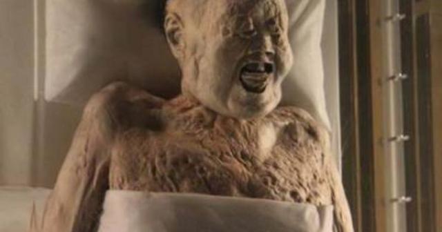 Вскоре она стала страдать ожирением и в 163 году до н.э. умерла от сердечного приступа. Когда тело Ксин Жуи было обнаружено в 1971 году, ее кожа была еще мягкой, а суставы могли двигаться.