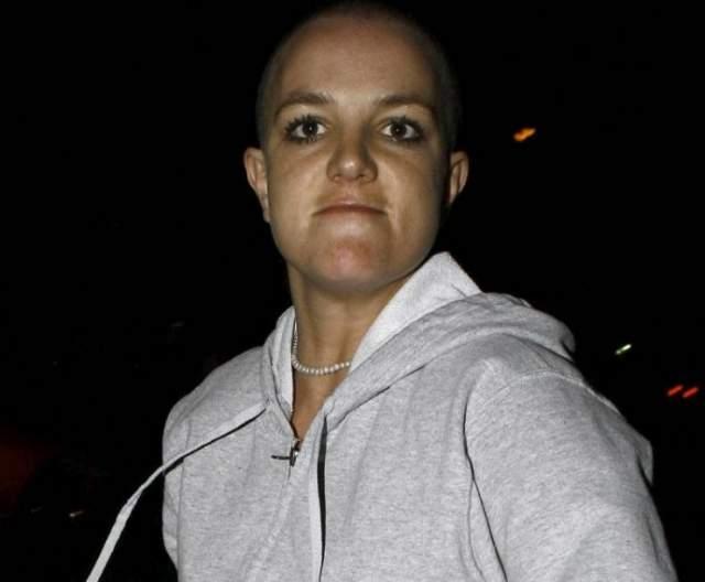 Бритни Спирс, 36 лет. Певица Бритни Спирс после скандального расставания со своим мужем, танцором Кевином Федерлайном, буквально сошла с ума на глазах у фанатов.