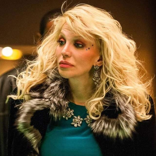 Кортни Лав, 53 года. Актриса и певица Кортни Лав славится своим непростым характером, скандальными выходками и любовью к наркотикам. В день своего 40-летия в 2004 году актриса пыталась покончить жизнь самоубийством.