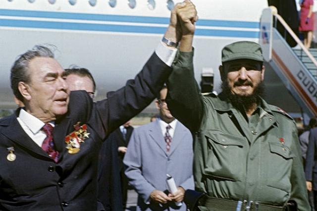 А вот Брежнев в 1974 году сам посетил Кубу.