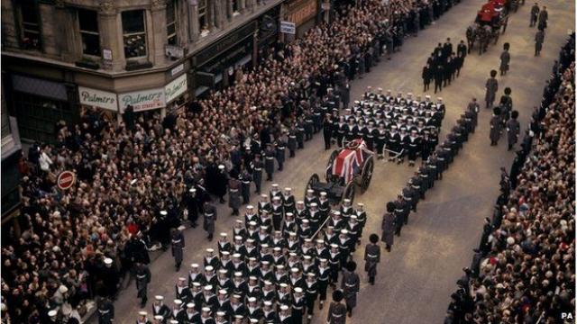 Сэр Уинстон Черчилль. Еще один премьер-министр Великобритании, писатель, лауреат Нобелевской премии по литературе и почетный гражданин Соединенных Штатов был похоронен с еще большей помпой.