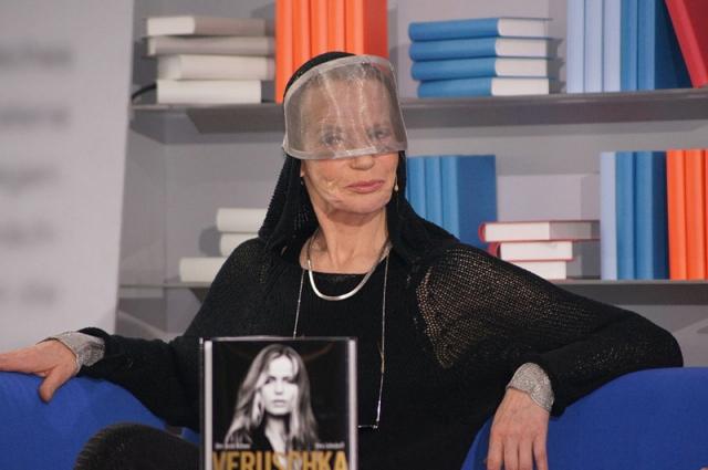 Верушка. Урожденная графиня Вера Готлибе Анна Грефин фон Лендорфф - популярная модель и актриса Германии. Верушке 77 лет, и она, да-да, все еще не покидает подиумы не только германские, но и мировые.