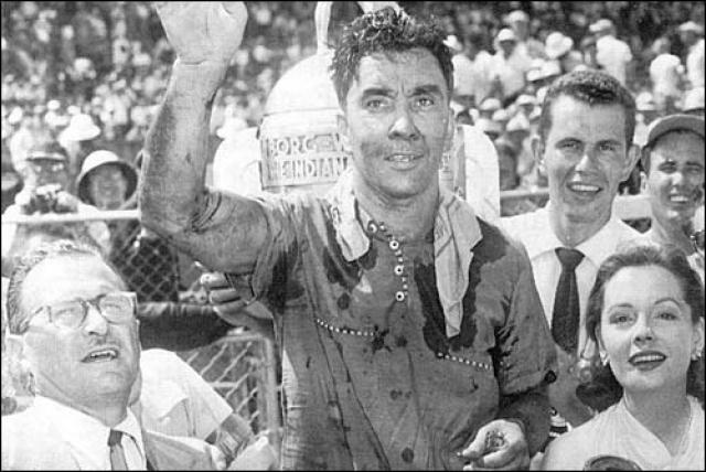 Билл Вукович. Американец был победителем гонок Инди-500 в 1953 и 1954 годах и считался одним из величайших гонщиков того времени.