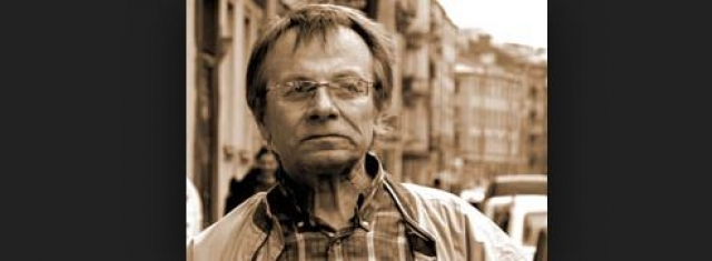 КГБ пригрозил Трифонову 121-й статьей, заставив его стать осведомителем. При этом писатель продолжал участвовать в политической жизни и печатать свои стихотворения, некоторые в поддержку высланного из СССР Александра Солженицына...