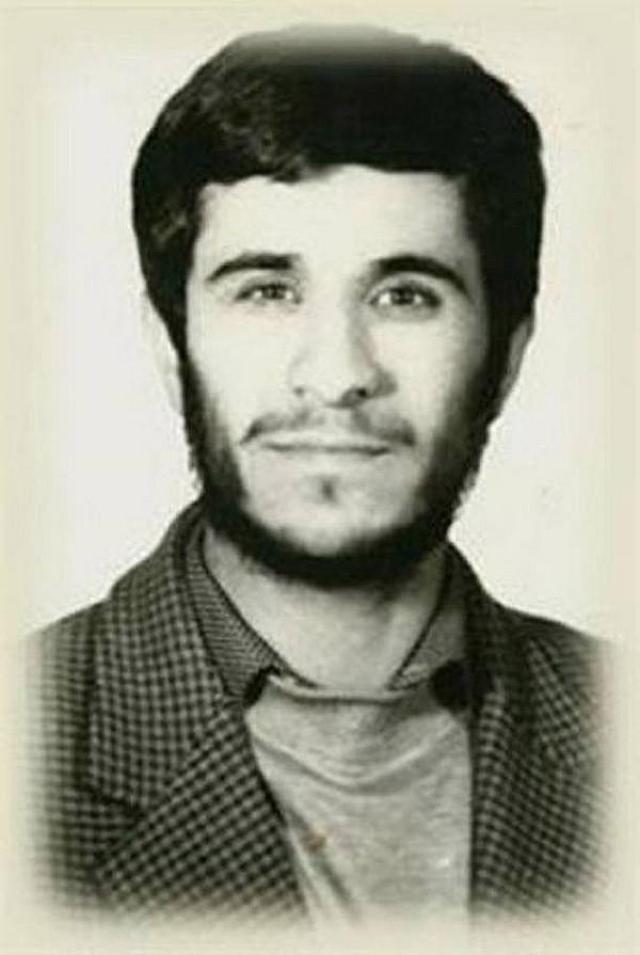 Бывший президент Ирана, Махмуд Ахмадинежад , окончил Тегеранский университет науки и технологий с квалификацией транспортного инженера.