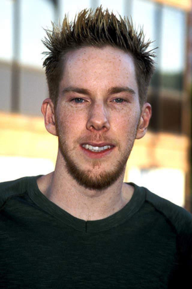 Крис Оуэн. Был актером - стал официантом.
