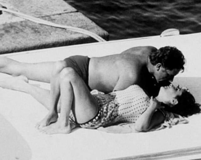 Но долго это не продлилось. Вскоре они тайно сбежали на крошечную виллу в Порто-Сан-Стефано, и это были счастливейшие моменты в жизни женщины. Папарацци застукали их целующимися 25 июня 1962 года.