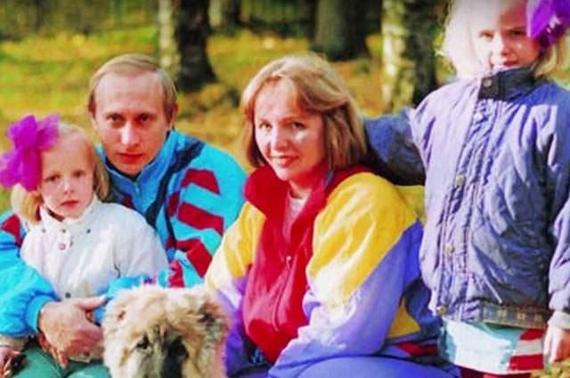 За годы брака у Путиных родились двое детей: дочери Мария (1985 г.р.) и Катерина (1986 г.р.).