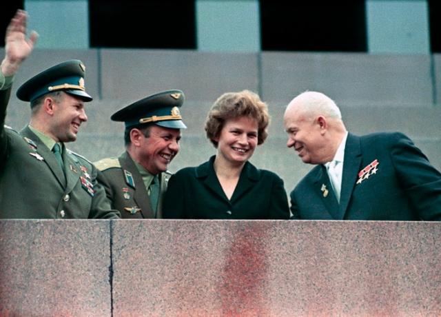 """По этой ли причине или по другой, ни сама Терешкова, ни ее коллеги по первому """"женскому отряду"""" в космос больше не летали."""