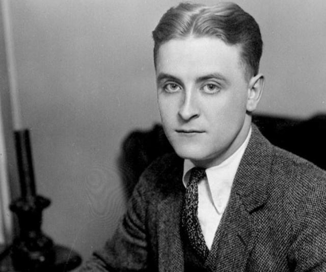 """Скотт Фитцджеральд. После выхода в марте 1920 года романа """"По эту сторону рая"""" писатель стал богат и успешен. Тогда же он женился на Зельде Сэйр, с которой пустился в алкогольный угар."""