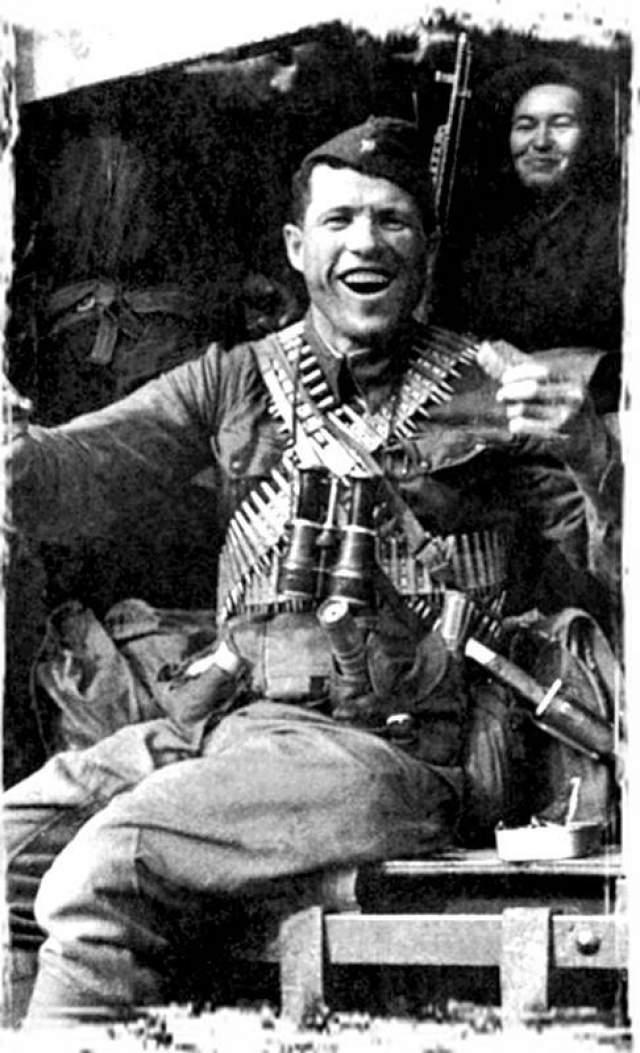 13 июля 1941 года при доставке боеприпасов Овчаренко столкнулся с отрядом солдат и офицеров противника численностью в 50 человек, одному из которых удалось завладеть его винтовкой.