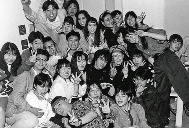 А на этом снимке Виктор Цой в Японии.