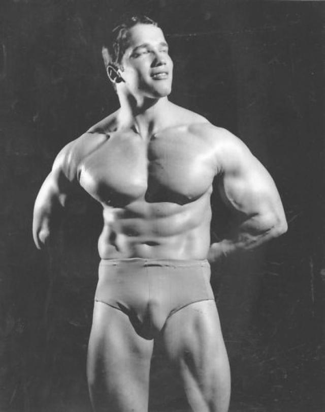 """В 1966 году Шварценеггер занял второе место на конкурсе """"Мистер Вселенная"""". Арнольд, рассчитывавший не более чем на шестое-седьмое место, был и сам удивлен таким успехом. В следующем году он выиграл этот титул."""