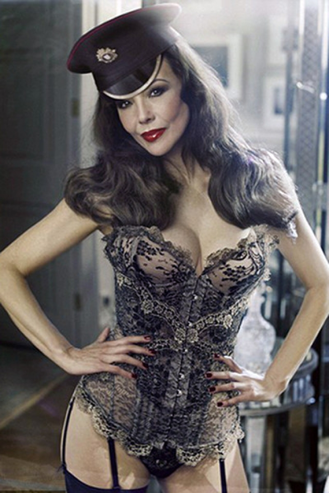 По словам самой Хелвин, ей так надоело сидеть на строгой диете. Однако уйти Мари решила красиво: в 2009 году она снялась для рекламы белья Agent Provocateur.