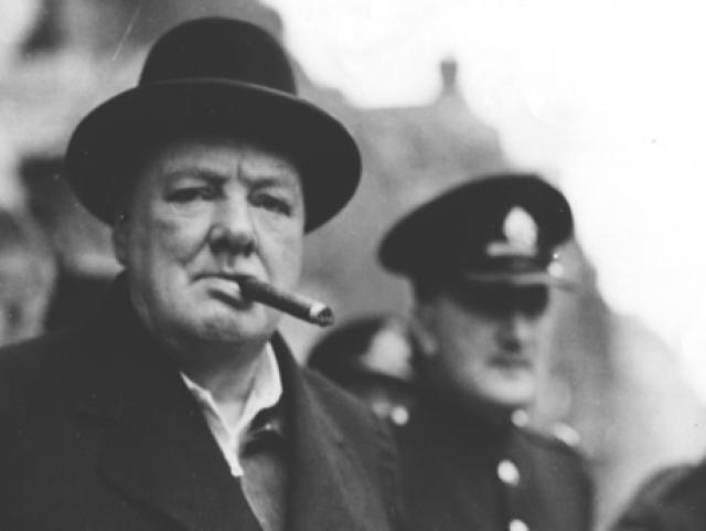 Окурок Уинстона Черчилля. Был продан на аукционе в США за 12,2 тыс. долларов. Именно это табачное изделие премьер-министр Великобритании не докурил 11 мая 1947 года в парижском аэропорту Ле Бурже.