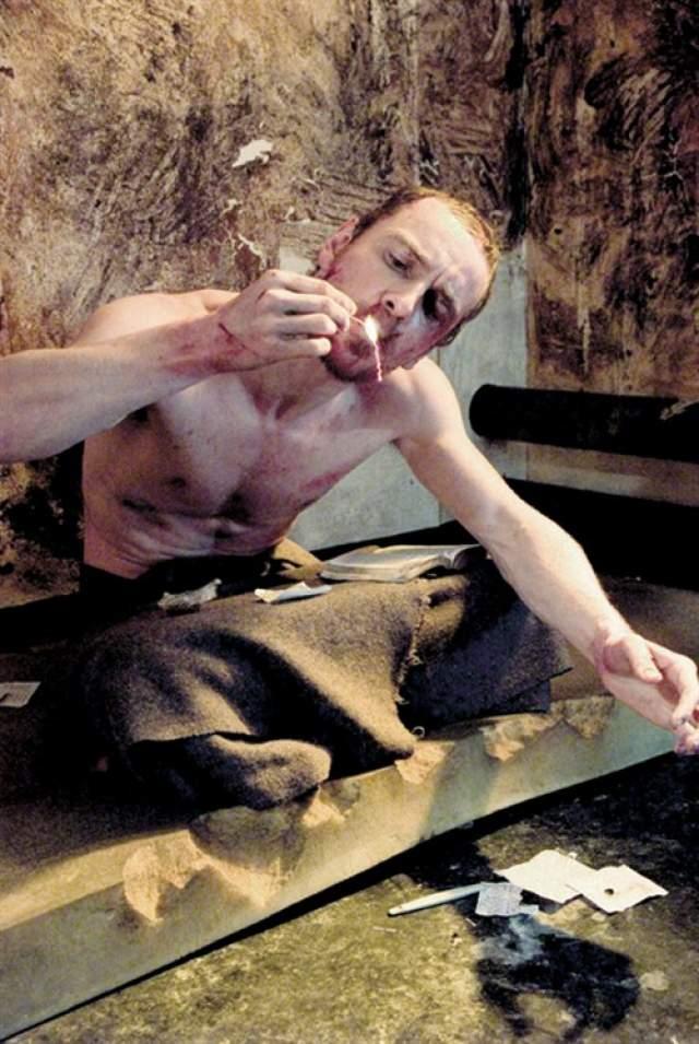 Чтобы достоверно показать своего героя, Фассбендер похудел на 12 килограммов. К концу съемок он весил 58 кг и напоминал скелет. Он урезал свой рацион до 900 калорий в день и чередовал физические нагрузки, занимаясь йогой, скакалкой или ходьбой.