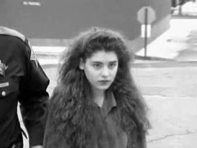 Зачинщицей убийства стала Мелинда, которая приревновала Шанду к своей бывшей подружке. Подростки избили свою жертву, попытались перерезать ей горло, а после того, как это не получилось, просто забили девочку до смерти.