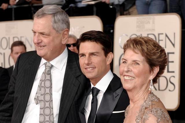 Родители Тома Круза. Его мать, Мэри Ли была актрисой, а отец - инженером. В поисках работы семья часто переезжала, что стало одной из причин трудного детства актера. Когда Тому было 12 лет, его родители развелись.
