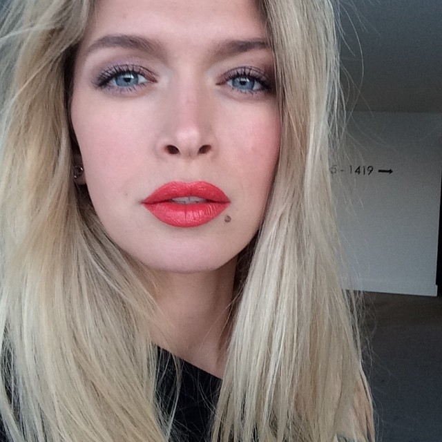 С возрастом Вера превратилась в ту самую привлекательную блондинку, которую все знают и любят.