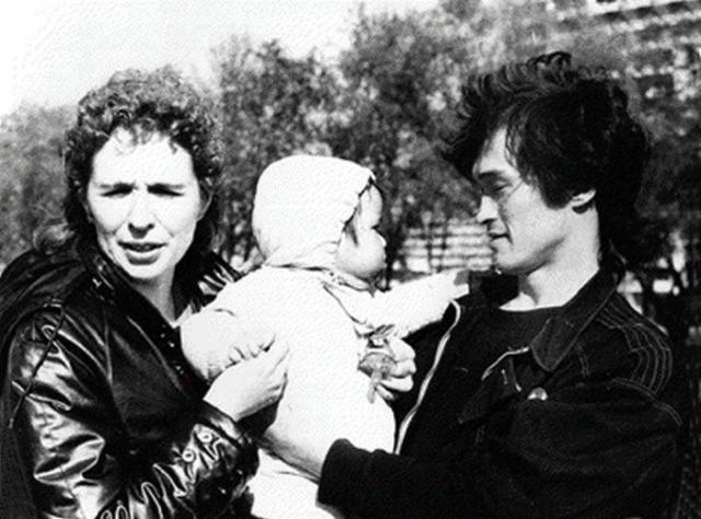 Марианна и Виктор Цой с сыном Александром.