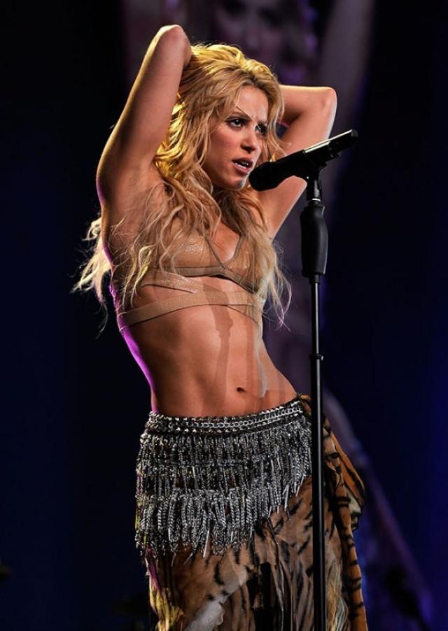 """Шакира. Танец живота является не только """"фишкой"""" звезды, но эффективным видом фитнеса. Певица тренируется каждый день: час выделяет силовой тренировке, а затем 40 минут - танцевальному кардио."""