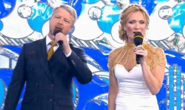 """Несколько лет назад Киселева занималась созданием новогодних шоу на воде. В 2015 году Мария появилась в качестве ведущей на премьерном выпуске нового шоу """"Первого"""" - """"Вместе с дельфинами""""."""