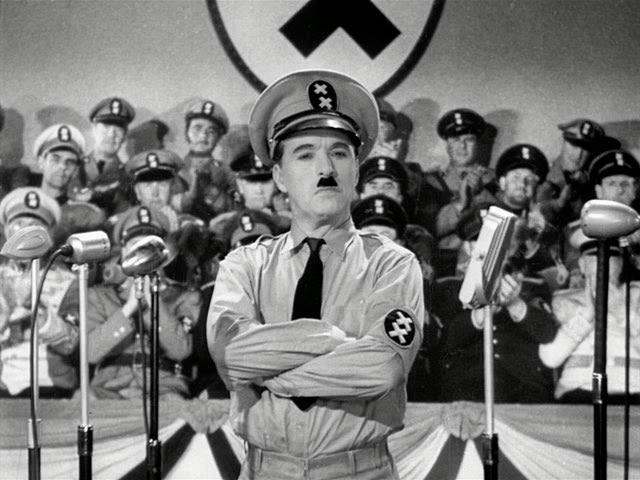 """После нападения Германии на СССР давление """"сверху"""" прекратилось, но стали поступать письма от зрителей с угрозами. В некоторых из них угрожали, что в кинотеатры, в которых начнут показывать """"Диктатора"""", будут кидать бомбы с удушливым газом и стрелять в экран."""