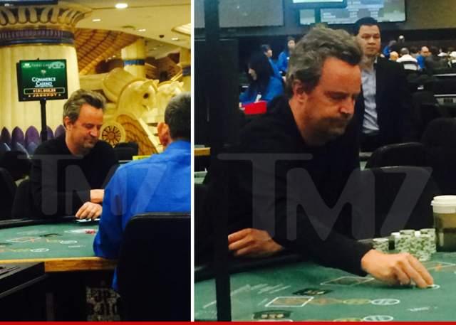 СМИ сообщили, что любимой игрой знаменитости является покер. В ночь, когда папарацци застали Перри за столом, он просидел там до 6 утра и проиграл несколько десятков тысяч долларов.
