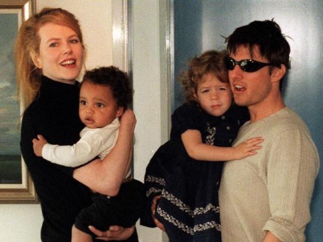 Николь Кидман. Будучи в браке с Томом Крузом актриса никак не могла забеременеть, от чего сильно страдала. Пара усыновила двоих детей.