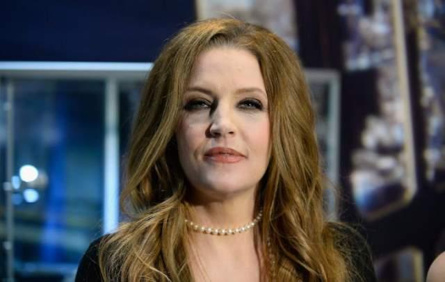 Лиза Мари также выбрала карьеру певицы, а кроме этого побывала замужем за такими звездами как Николас Кейдж и Майкл Джексон. 7 октября 2008 года женщина родила двух внучек Элвиса, близняшек Харпер и Финли.