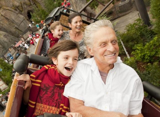 Сейчас Майкл в полной мере наслаждается ролью отца и утверждает, что, занимаясь с детьми, он и сам начинает чувствовать себя ребенком - счастливым и безмятежным.