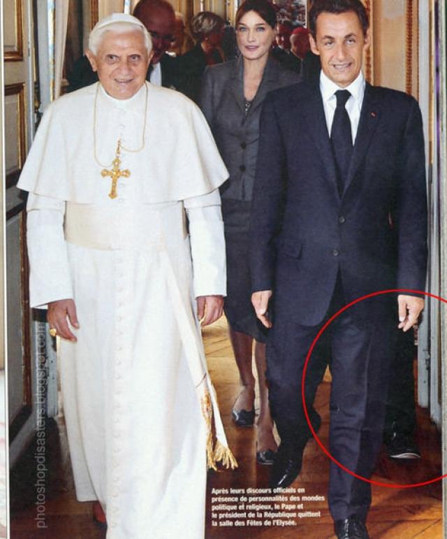 А за спиной Николя Саркози , наоборот, шагает ничейная нога.