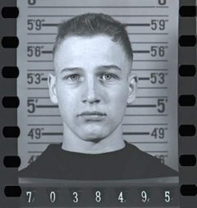 """Пол Ньюман. Звезда кинофильмов """"Мошенник"""", """"Афера"""" и других пытался стать военным летчиком, но его не взяли в программу, когда врачи обнаружили, что Пол дальтоник."""
