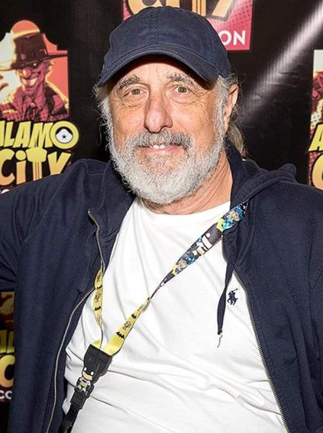"""После """"Хэллоуина"""" Ник продолжил свою карьеру в качестве режиссера и сценариста, сняв несколько картин и выступив как соавтор сценариев """"Побега из Нью-Йорка"""", """"Побега из Лос-Анджелеса"""" и других фильмов."""