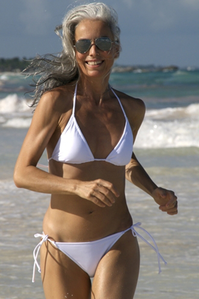 Ясмина часто делится советами, как она добилась такого невероятного результата: ее тело не уступает моделям 30–40 лет, а работа над собой заслуживает только похвалы.