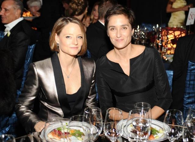 В апреле 2014 года СМИ сообщили, что Фостер вступила в однополый брак с фотографом и актрисой Александрой Хедисон. Закрытая церемония прошла в Лос-Анджелесе.