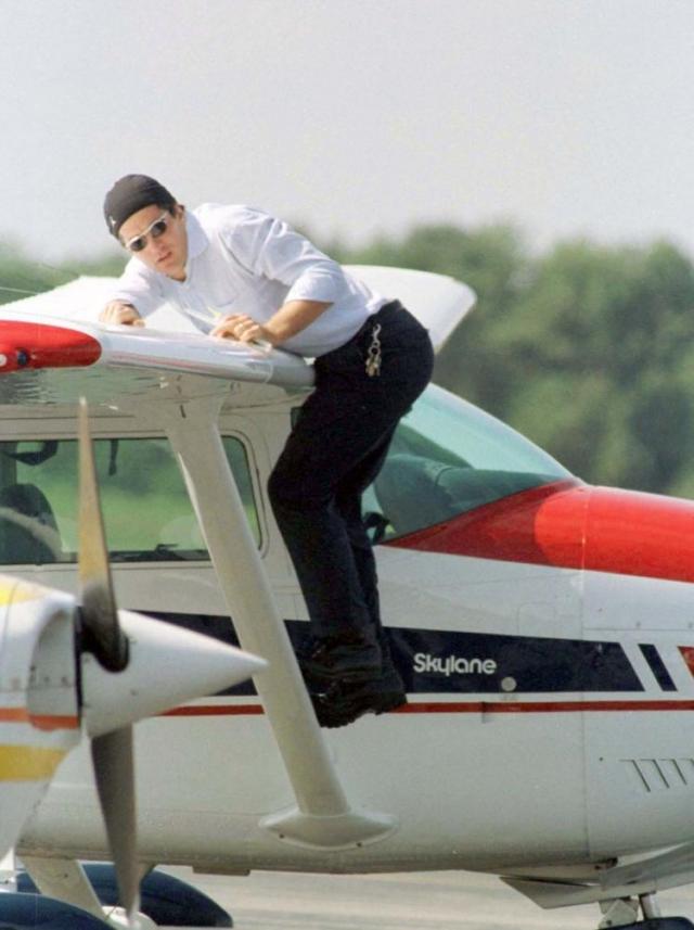 При этом Джон Кеннеди-младший был относительно опытным пилотом и часто летал этим маршрутом в темное время суток, но именно его ошибка стала причиной трагедии.