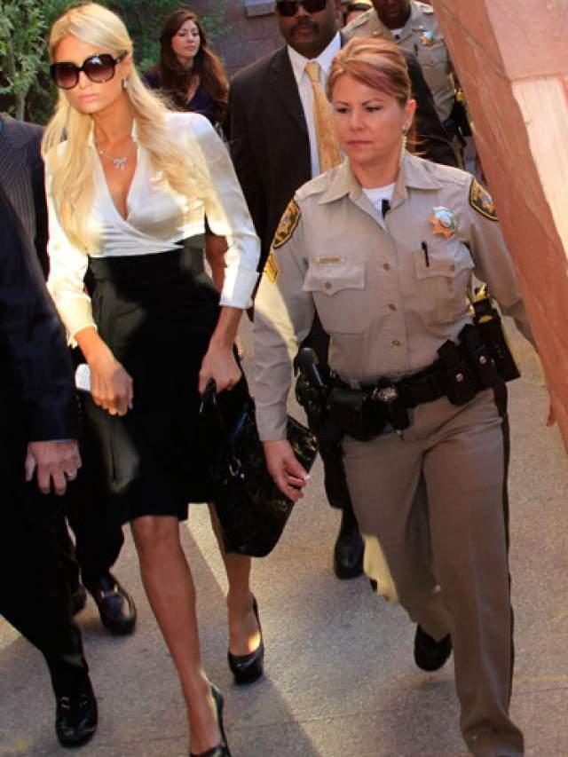 Пэрис Хилтон, 37 лет. В 2007 году Пэрис Хилтон 23 дня провела в тюрьме за вождение в нетрезвом виде и нарушение испытательного срока.