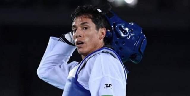 В июне 2017 года USA Today также сообщал, что две женщины обвинили Лопеса в сексуальном насилии, после чего было начато расследование. Сам 39-летний спортсмен отрицает все обвинения.