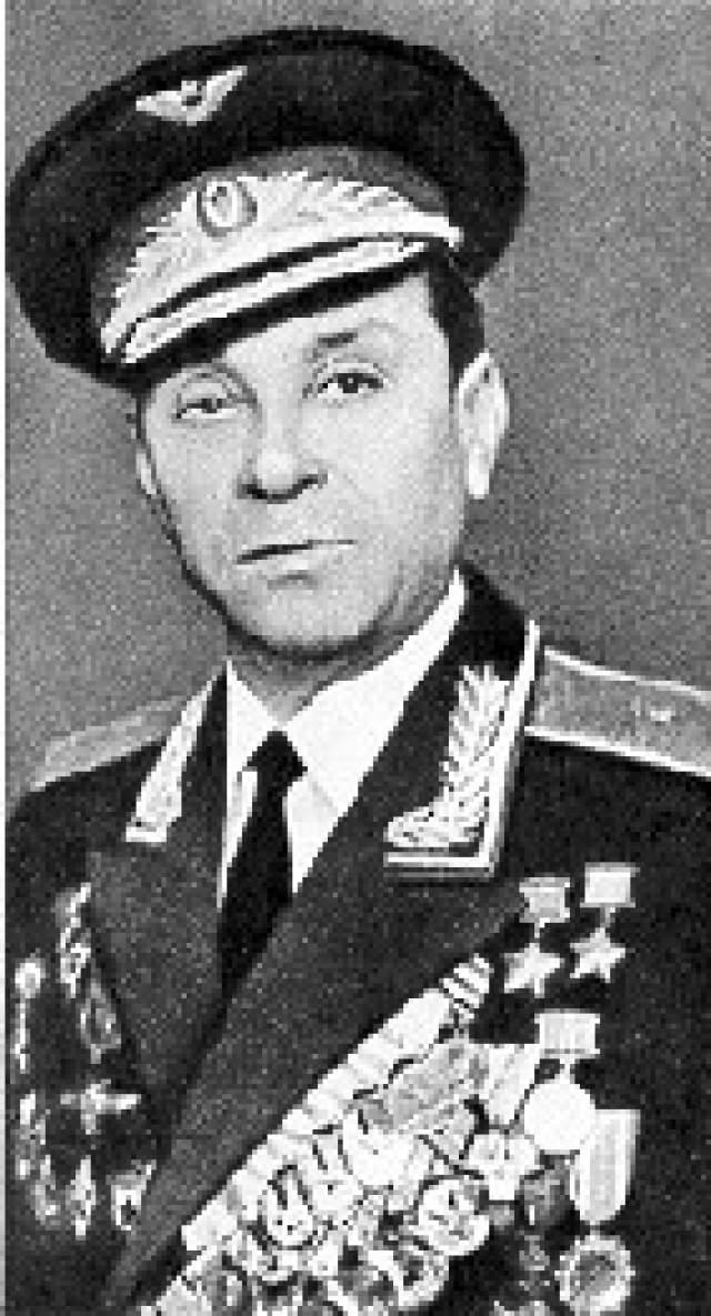 Кирилл Евстигнеев. 1917-1996. Дважды Герой Советского Союза. 53 личных победы. Всего за годы войны совершил 283 боевых вылета, участвовал в 113 боях.