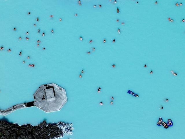 Геотермальная Голубая лагуна в Исландии. Cultura Travel/Henn Photography/Getty Images