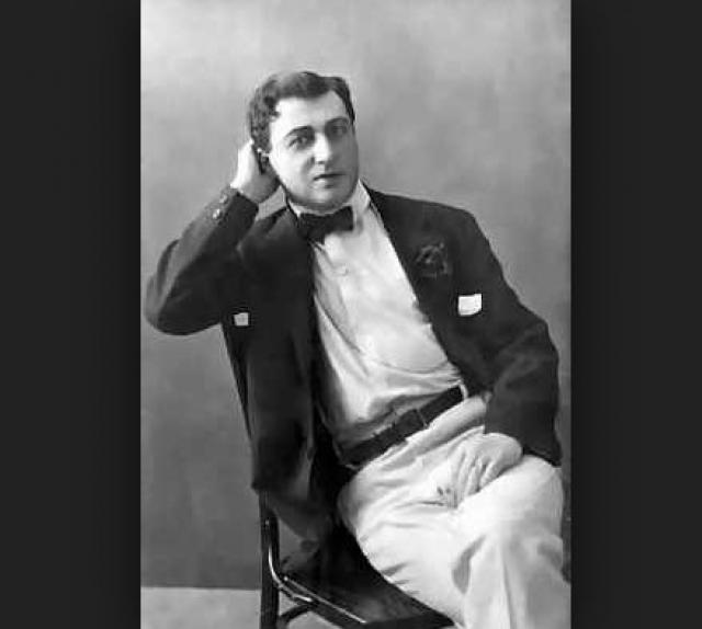 """При этом Юрьев не старался скрыть свой гомосексуализм, создал так называемый """"салон"""" для романтических встреч мужчин, принадлежавших к городской элите прямо прямо за кулисами Александринского театра, в котором великий актер сыграл свои главные роли."""