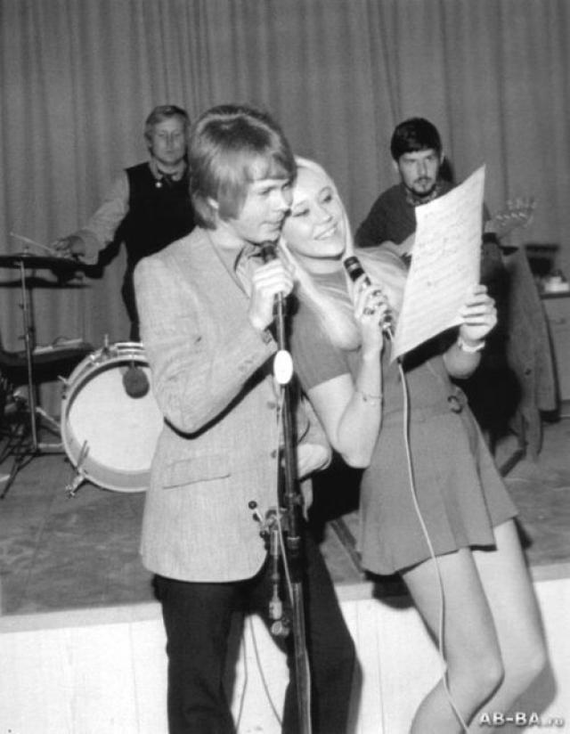 """Агнета стала самой молодой участницей группы, но тем не менее весьма опытной: в 18 лет, песня """"Jag var så kär"""", написанная и исполненная ей самой, стала № 1 в Швеции."""