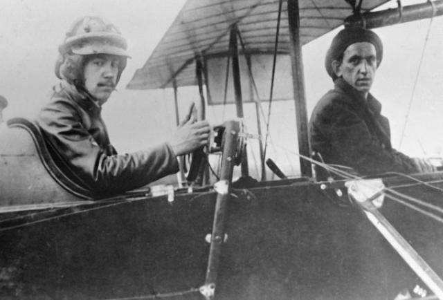 """В Америке он поселился в районе Нью-Йорка, первое время зарабатывая преподаванием математики. В 1923 году он основал авиационную фирму """"Sikorsky Aero Engineering Corporation"""", где занял должность президента."""