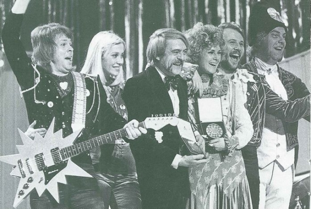 Мелодии группы надолго заняли верхние строчки английского хит парада.