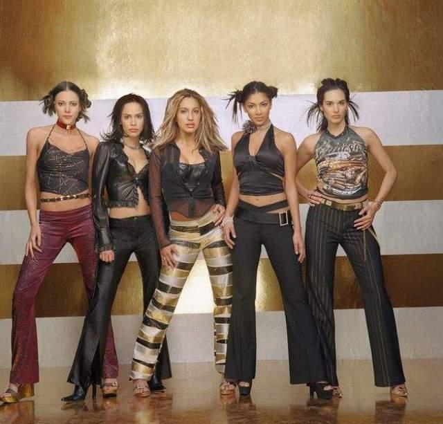 """В 2001 году Николь участвовала в шоу Popstars (американская """"Фабрика звёзд""""), после чего попала в женскую группу Eden's Crush. Но это время Николь называет в интервью """"адским"""", так как ее не любили в коллективе, считая стервой. И завидовали ее красоте."""